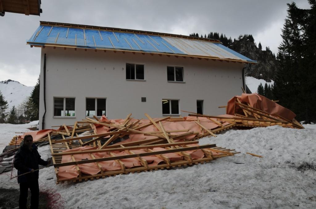 geneigtes Dach Schneelast