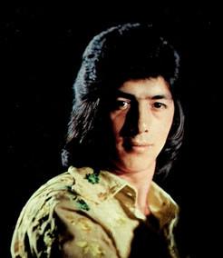 """El famoso compositor Juan Antonio Jiménez Muñoz conocido como Jero, o el Del Medio de Los Chichos. Foto archivo de portada Lp """"Ni más ni menos""""   1974"""