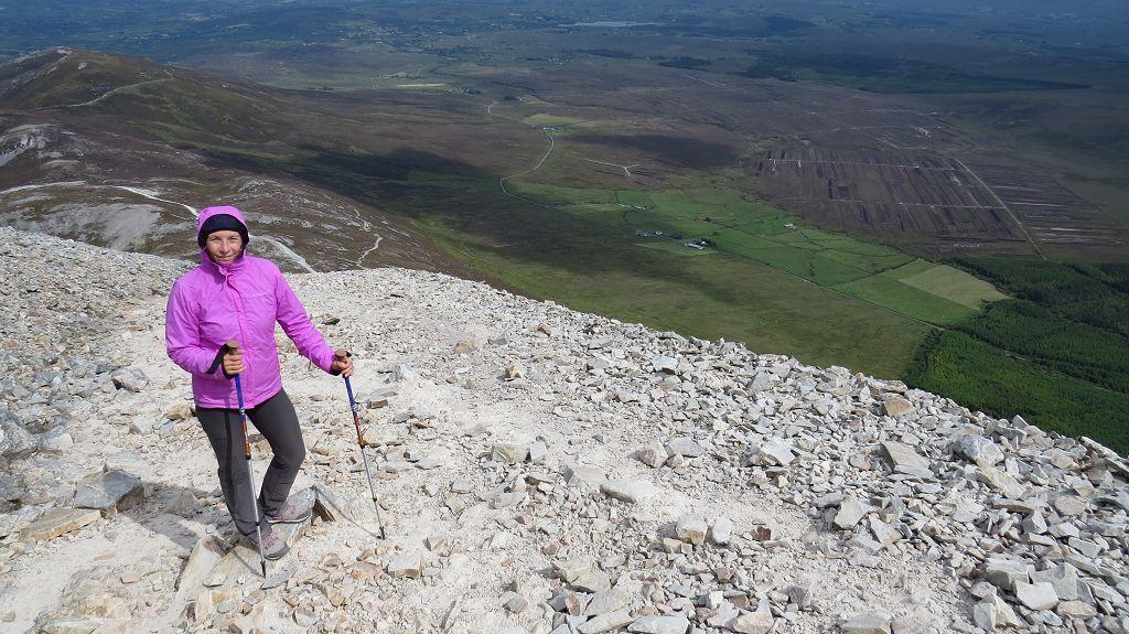 auf dem steilen Abstieg über's Geröll