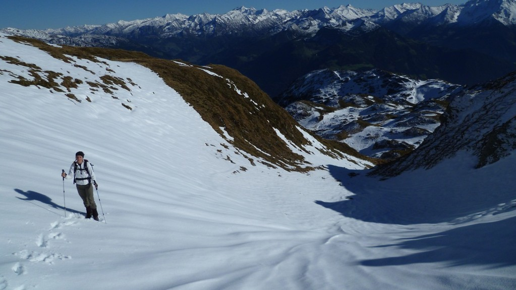 Abstieg vom Wimbachkopf durch viele Schneefelder