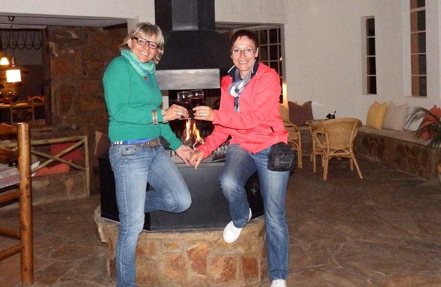Karola und Renate an ihrem letzten Abend in Namiba
