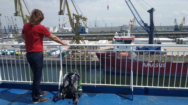 ...in den Rostocker Hafen