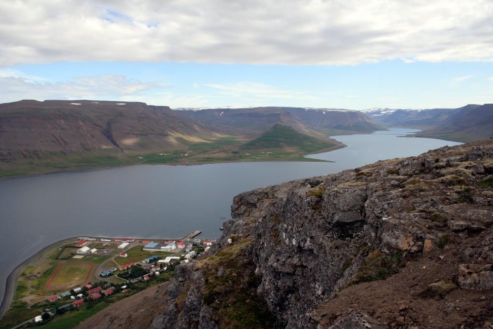 Blick auf Pingeyri und den Dyrafjord