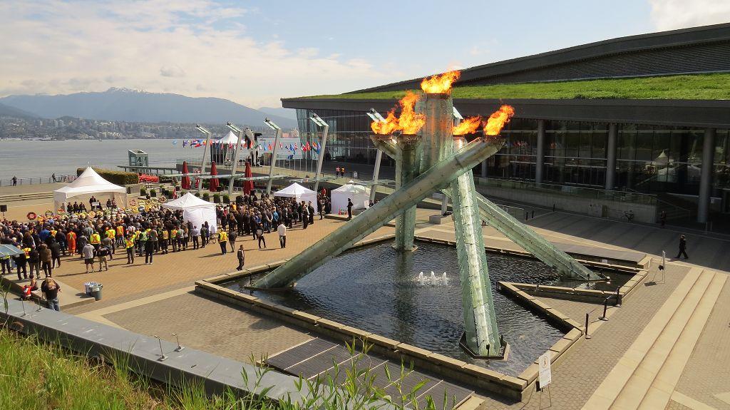 Am Olympischen Feuer
