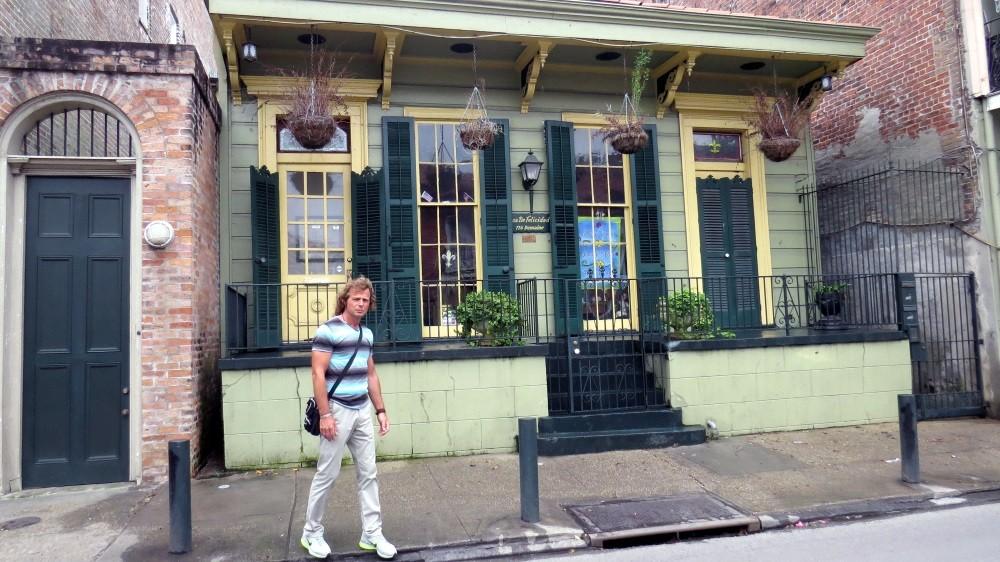Wir laufen in die Bourbon Street