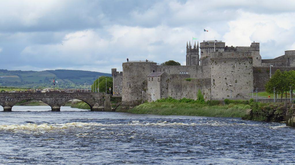 ...Limerick, mit King John Castle...