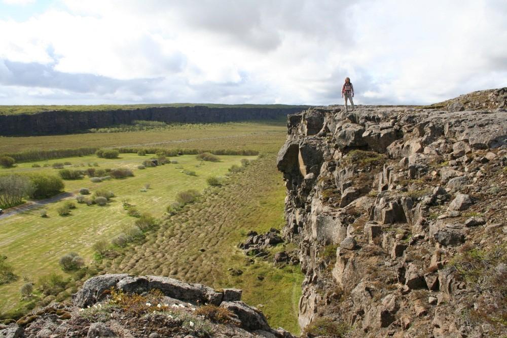 Wir wandern auf die Felseninsel Eyjan