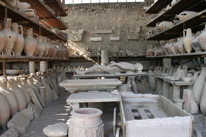 Pompei, Kornspeicher mit Gipsguss eines Opfers