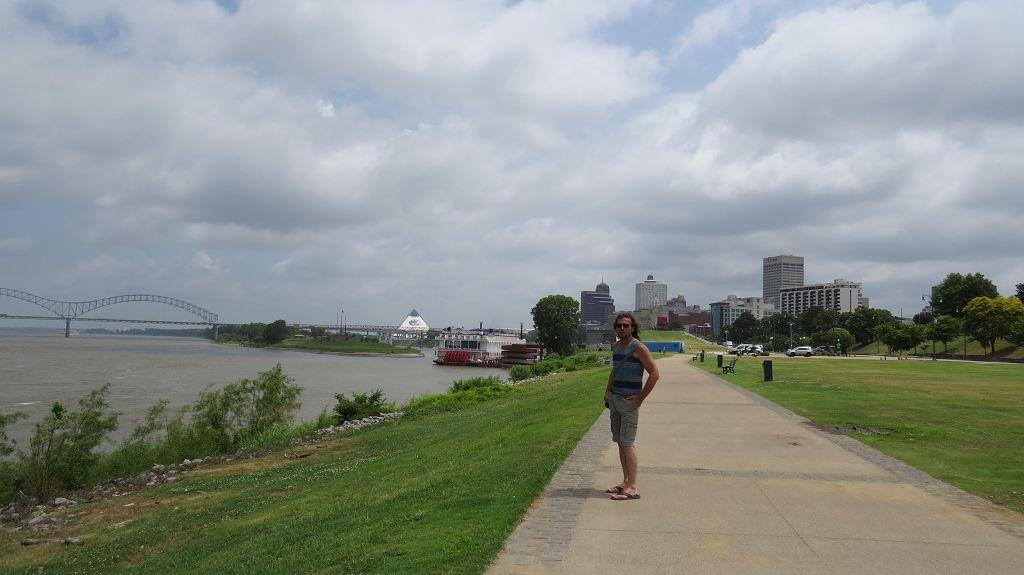 Letzter Blick auf Memphis und den Mississippi River