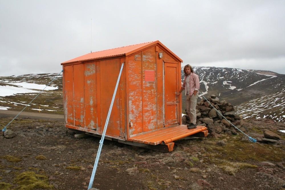 Hier gibt es eine Schutzhütte...