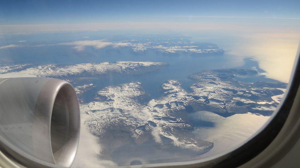 Wir fliegen über Island...