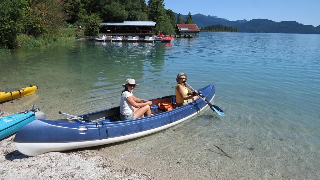 Mit dem Kajak umrunden wir den Walchensee...
