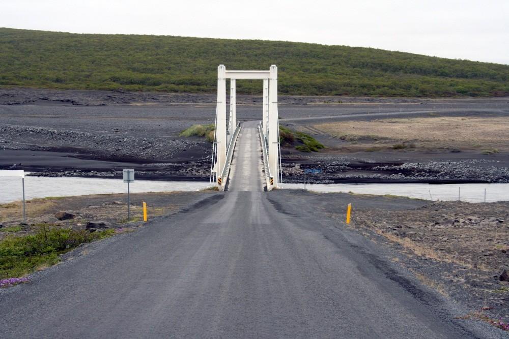 Die Brücke über den Jökulsa a Fjöllum.