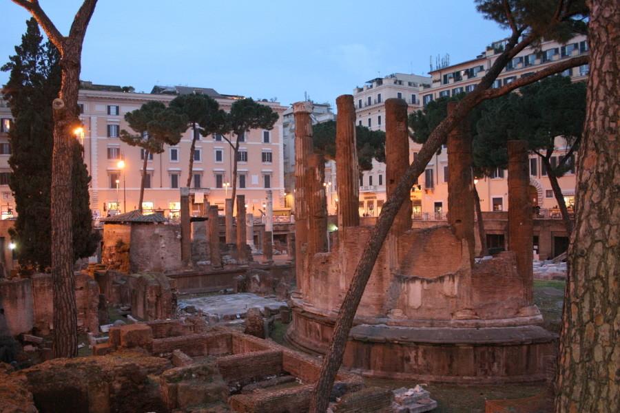 Antikes Rom bei Nacht