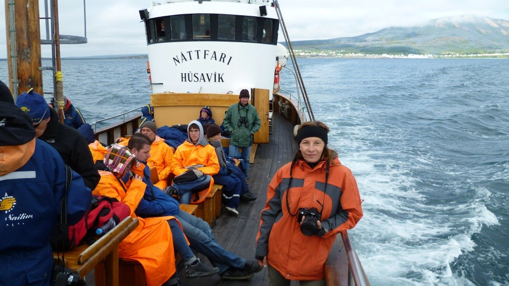 An Bord der Nattfari geht's auf Beobachtungsfahrt.
