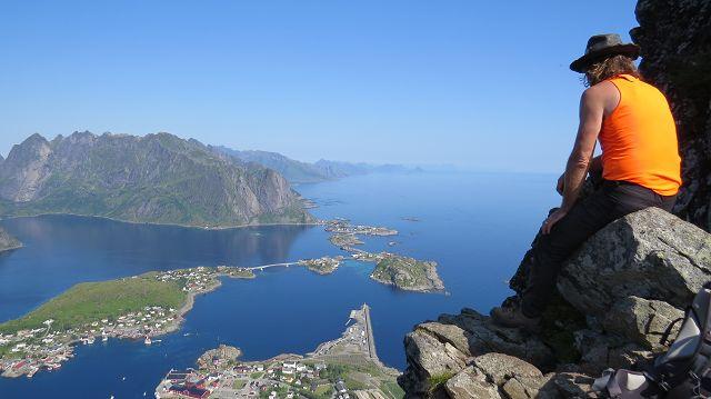 ...mit Blick auf Reine und die Inselwelt