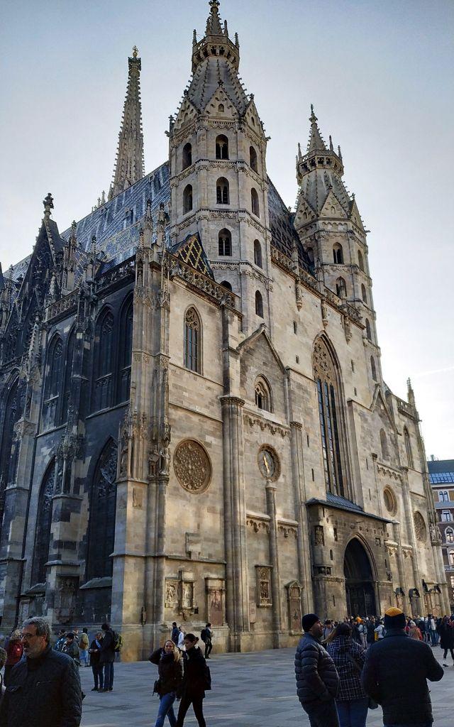 ...am Stephansdom. Hier starten wir den Stadtbummel durch Wien