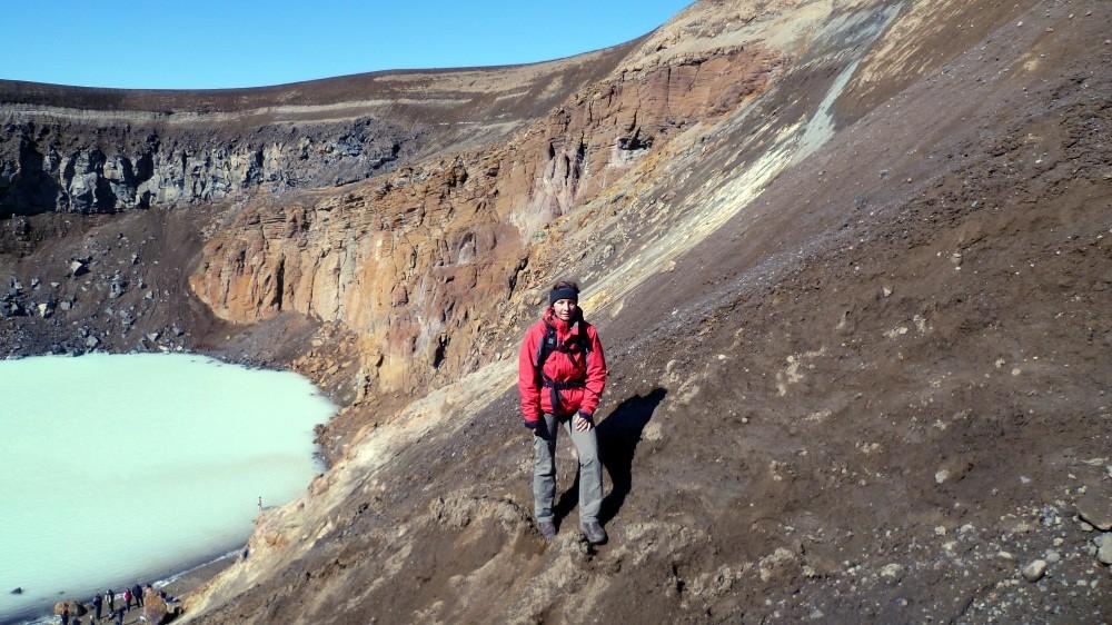 Wir erklimmen den Kraterrand nach dem Bad
