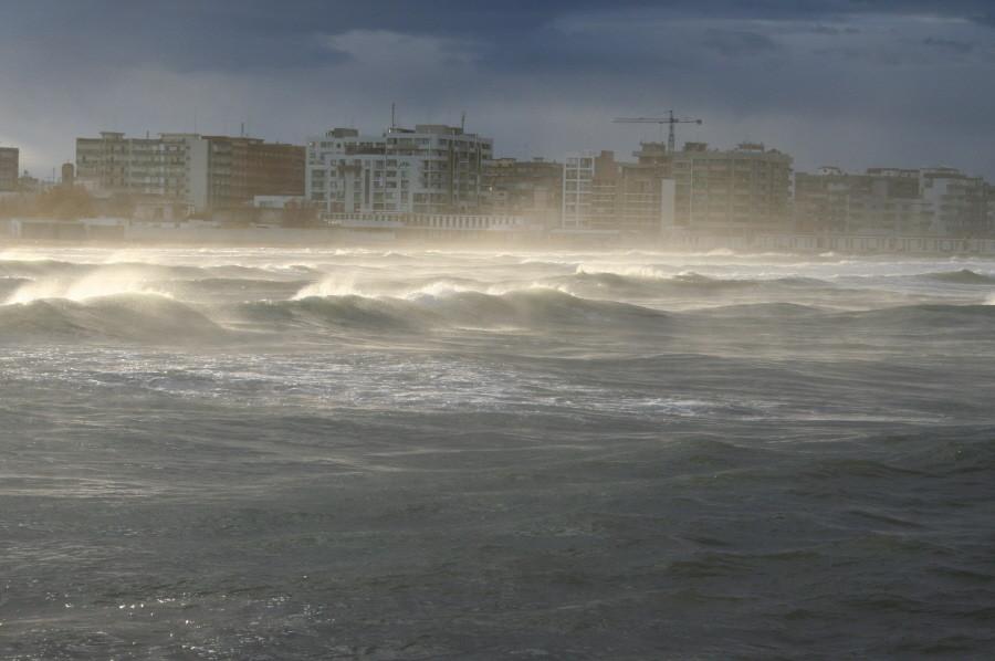 Blick auf Bari. Es stürmt!