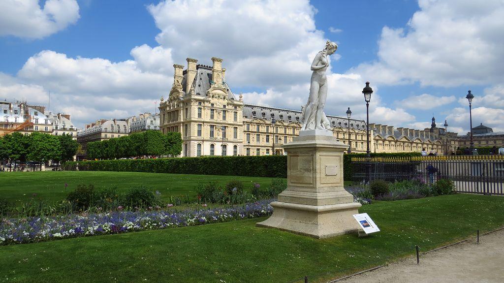 Jardin de Tuileries mit Blick zum Louvre