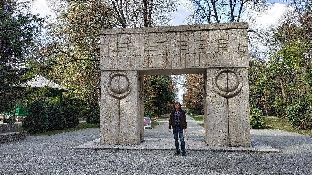 """Das """"Tor des Kusses"""" in Targu Jiu"""