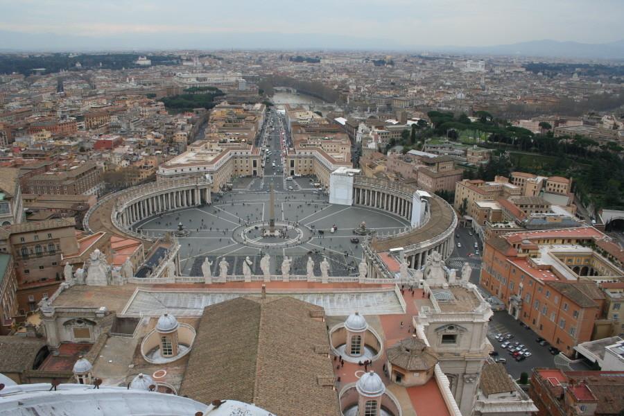 Blick von der Kuppel auf den Petersplatz