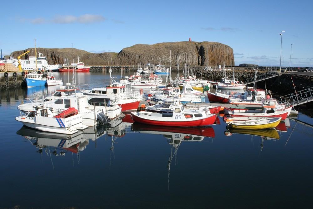 Hafen mit Inselberg Sugandisey