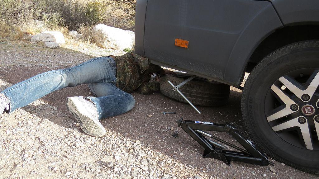 Wir müssen einen Reifen wechseln