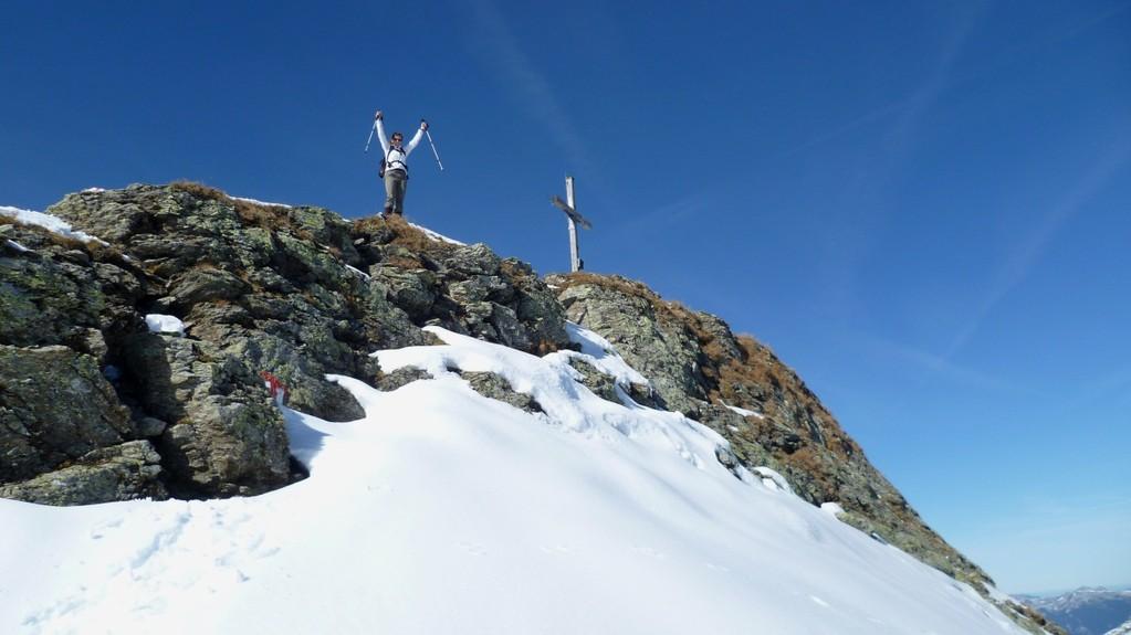 Der Gipfel auf 2573 m ist erreicht.