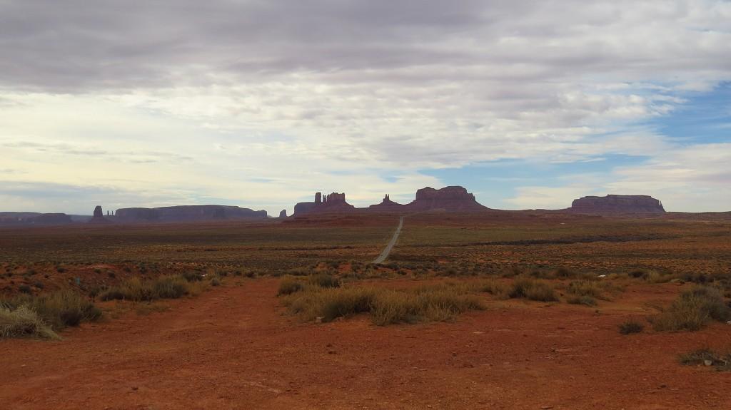 Vorbei an Monument Valley (waren wir auf der Frühjahrs-Tour)