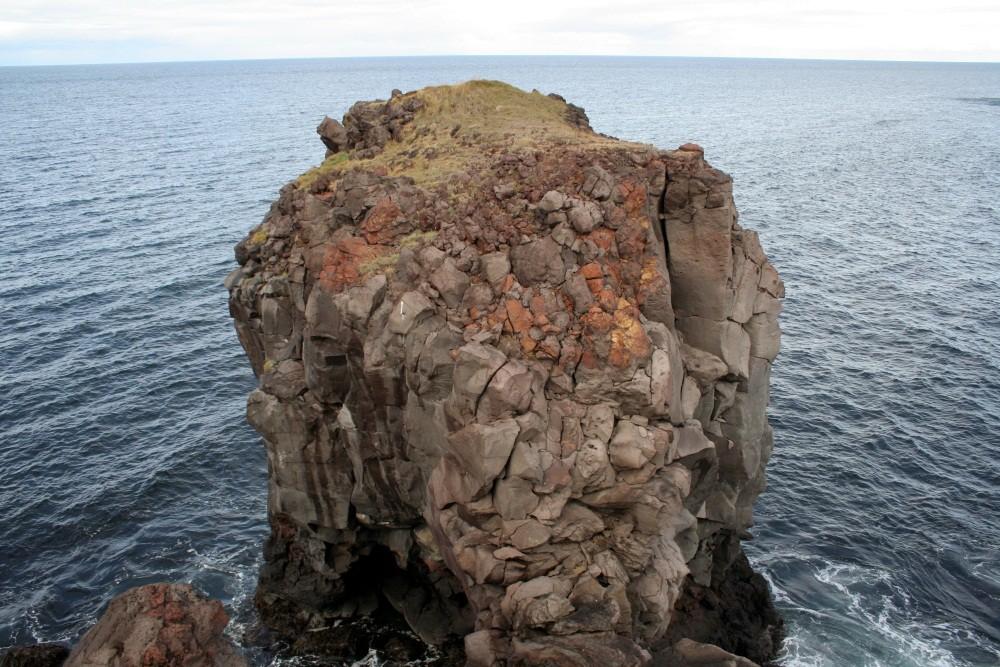 Lavaformationen an der Küste Hellissandurs