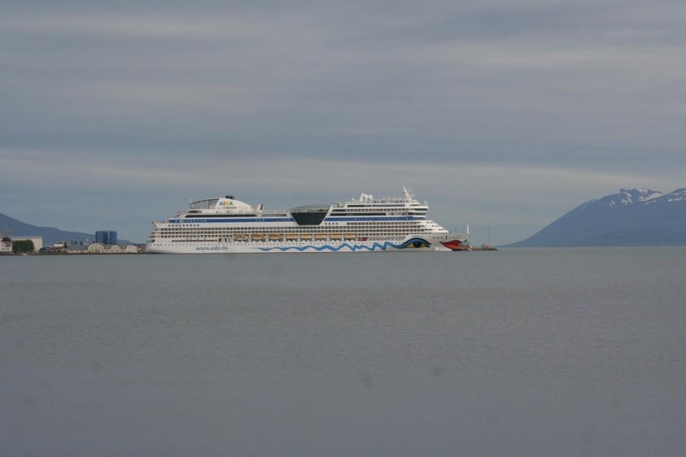 28. Juli  9:00 Uhr: zurück in Akureyri. Die Aida ist da...