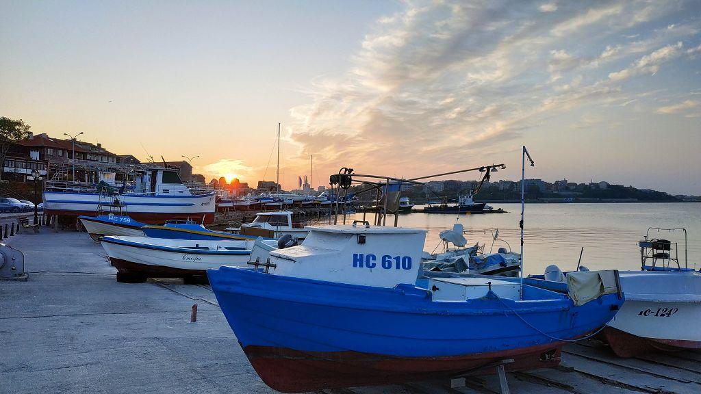 Abendstimmung am Hafen in Nesebar. Hier übernachten wir.