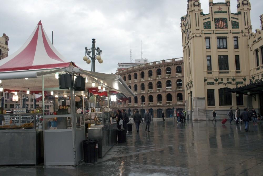 Arena und Bahnhof