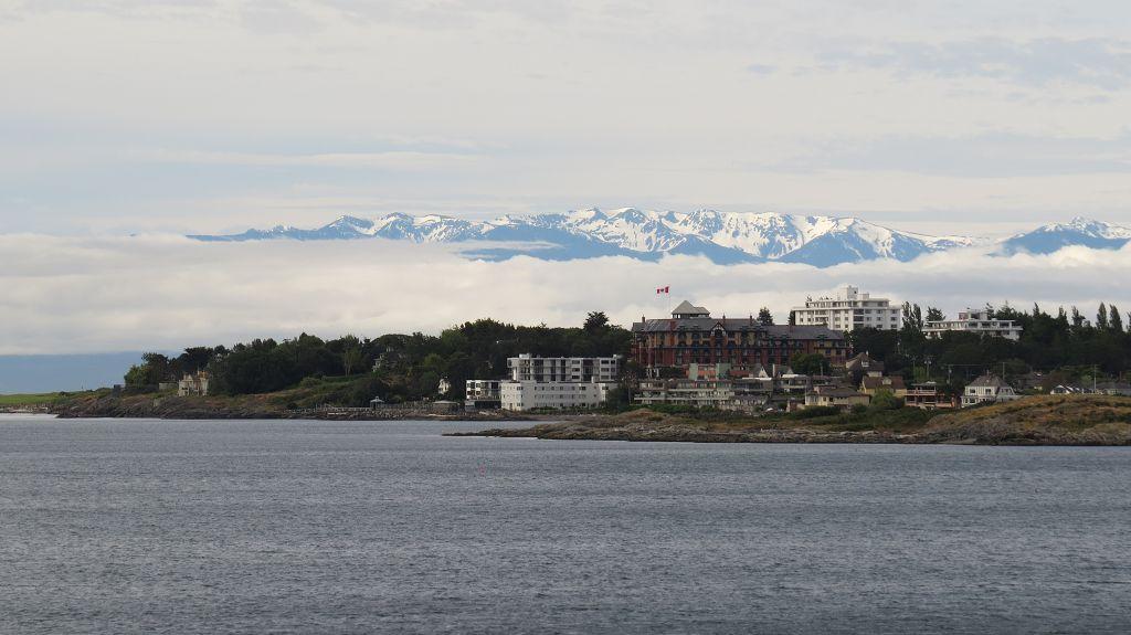 Victoria mit den schneebedeckten Olympic-Mountains im Hintergrund