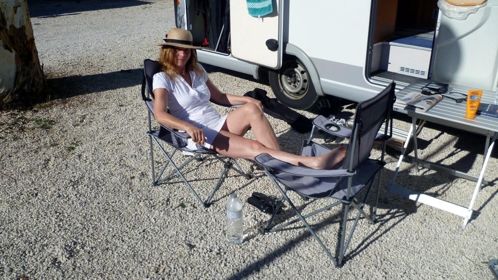 Sonnenbaden auf dem Stellplatz in Altea