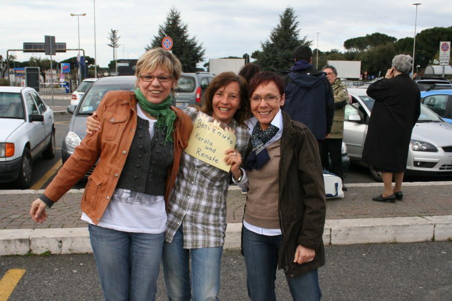 Wir begrüßen Karola und Renate in Rom