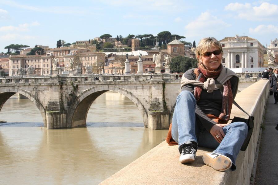 Karola mit Engelsbrücke