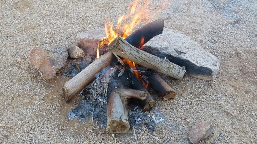 Gleich daneben machen wir unser Feuerchen...