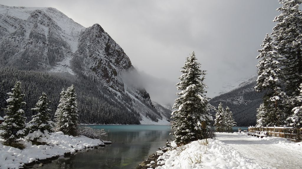...zum Lake Louise