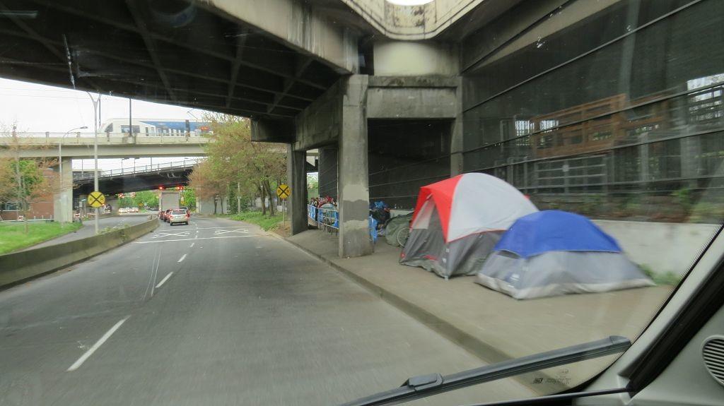 Die Zeltlager der Obdachlosen