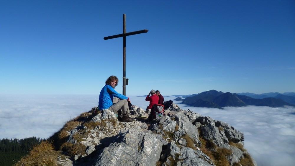 ...nach 900 Höhenmetern genießen wir den Blick...