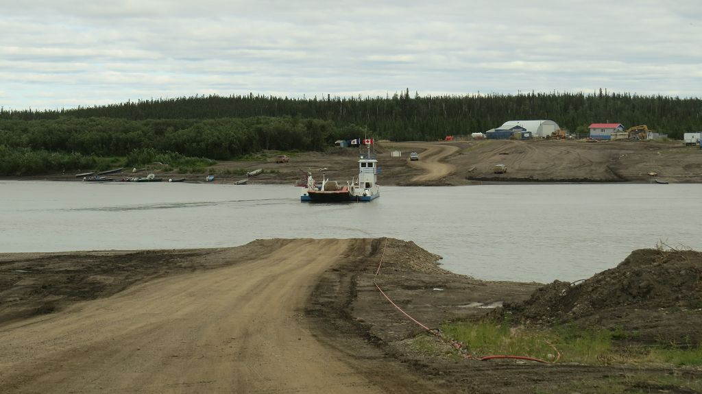 Mit der Fähre über den Peel-River