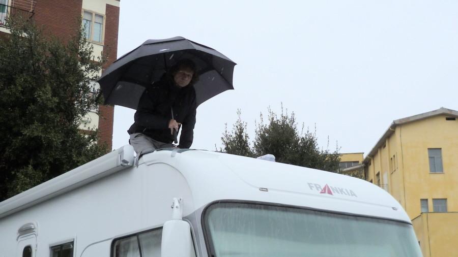 ...Abdichtungsarbeiten auf dem Dach!