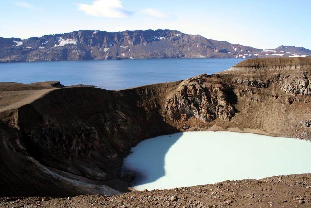 Und da ist er! Der See Öskjuvatn mit dem Kratersee Viti