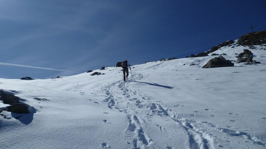 ...wieder über und durch viele Schneefelder