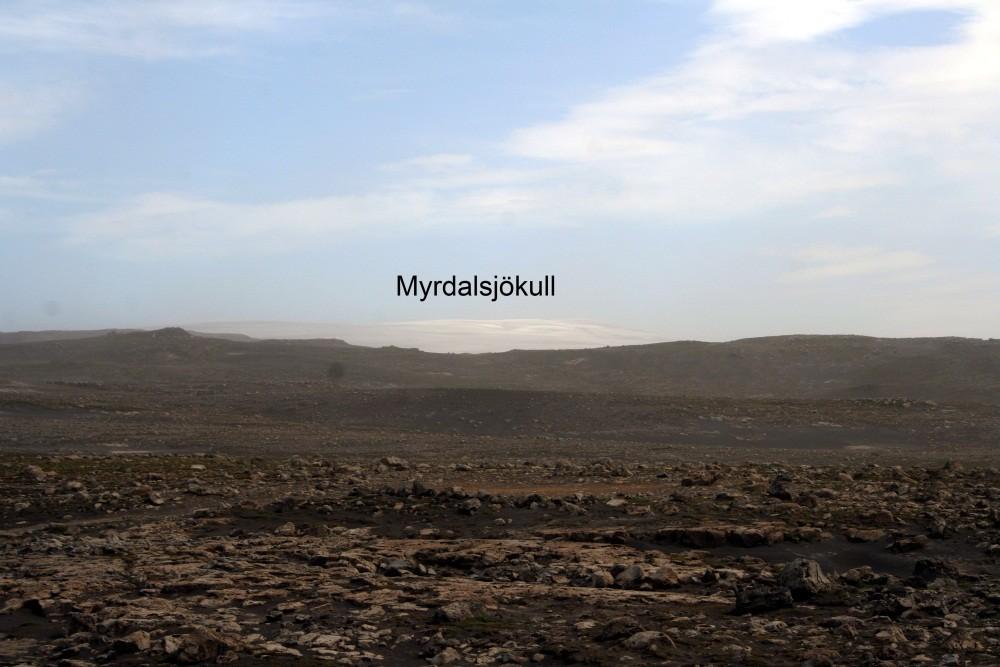 Blick über Lavafelder zum Gletscher Myrdalsjökull