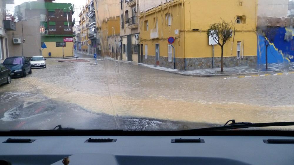 Die Straßen stehen voller Wasser