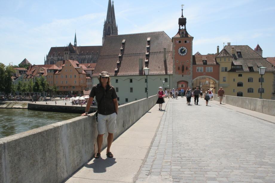 Auf der steinernen Brücke in Regensburg