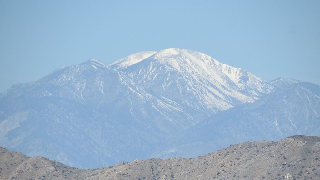 ...dort schneebedeckte Berge